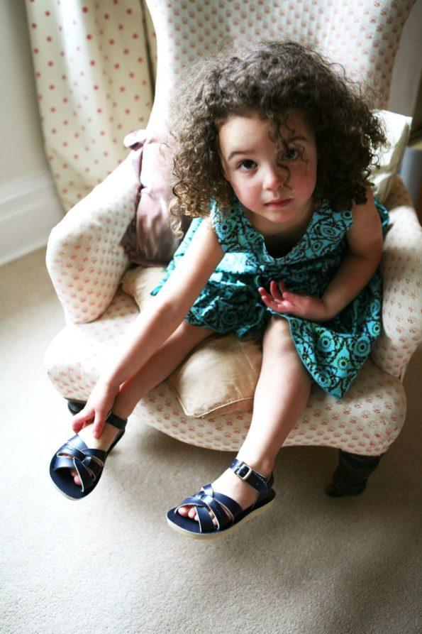 Zilās peldētāju sandales lielākām pēdām 2
