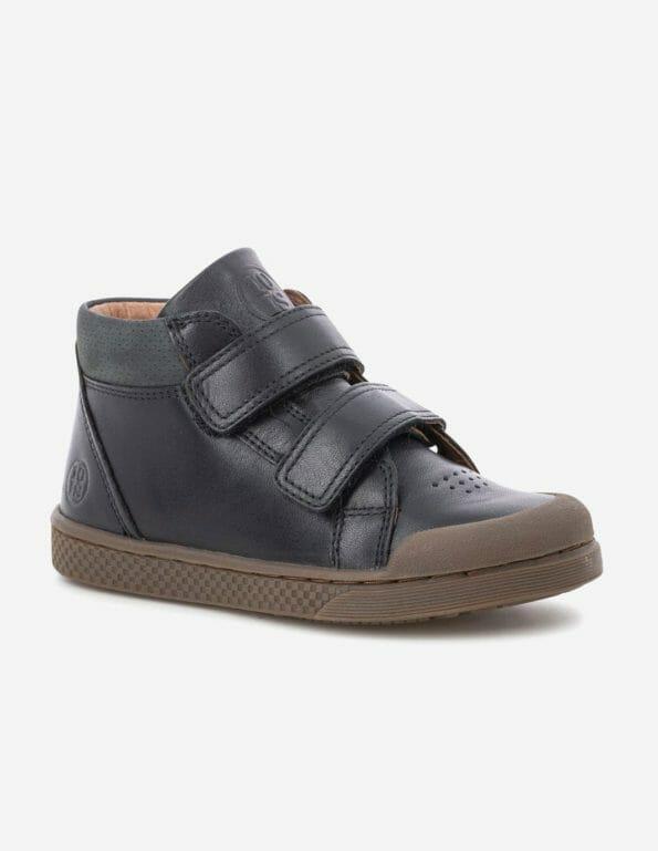 10IS melnās ādas kedas